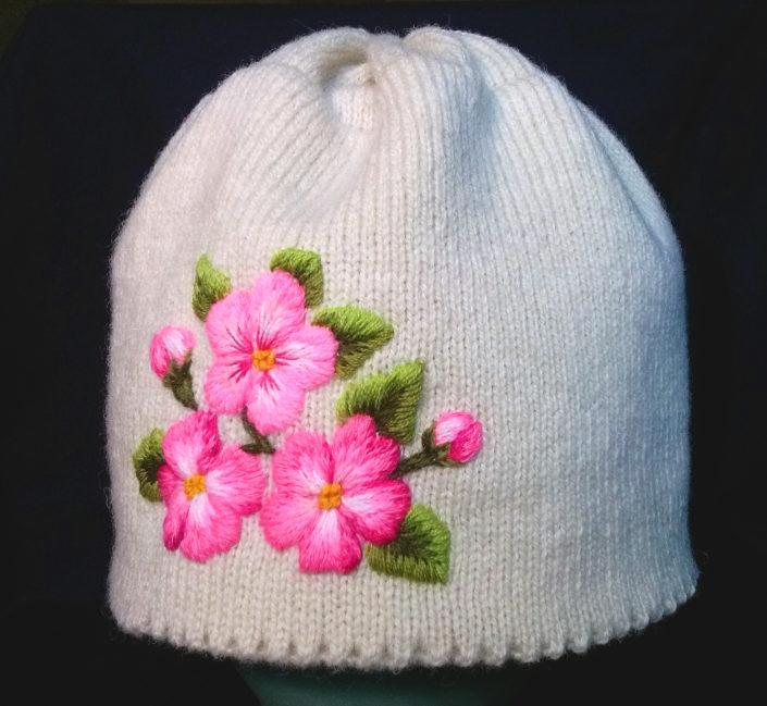 Müts kibuvitsaõitega